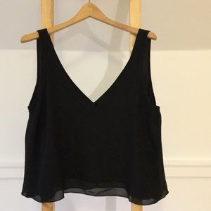Double V cropped tank top.